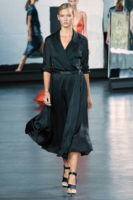 Платье шелковое с запахом