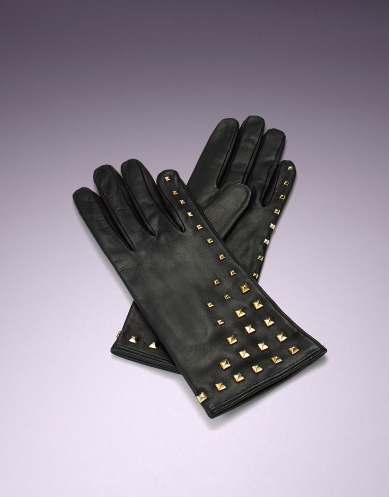 Перчатки ParisПерчатки<br>Роскошные перчатки из мягкой кожи, украшенные золотистыми клепками. Представлены в одном размере.<br><br>Возраст: Взрослый<br>Размер: U<br>Цвет: Черный