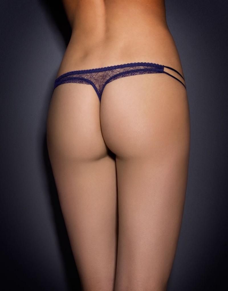 Трусики стринги MasieТрусики стринги<br>Masie &amp;ndash; удивительное сочетание уверенности и женственности. &amp;nbsp;<br><br>Трусики из фиолетового&amp;nbsp;кружева ливерс имеют внутреннюю шелковую панель спереди. Эластичные лямки по бокам,&amp;nbsp;соблазнительная оторочка по краю и шелковый бантик на талии завершают образ.<br><br>Возраст: Взрослый<br>Размер: S (2 AP);M (3 AP);L (4 AP)<br>Цвет: Синий<br>Пол: Женский