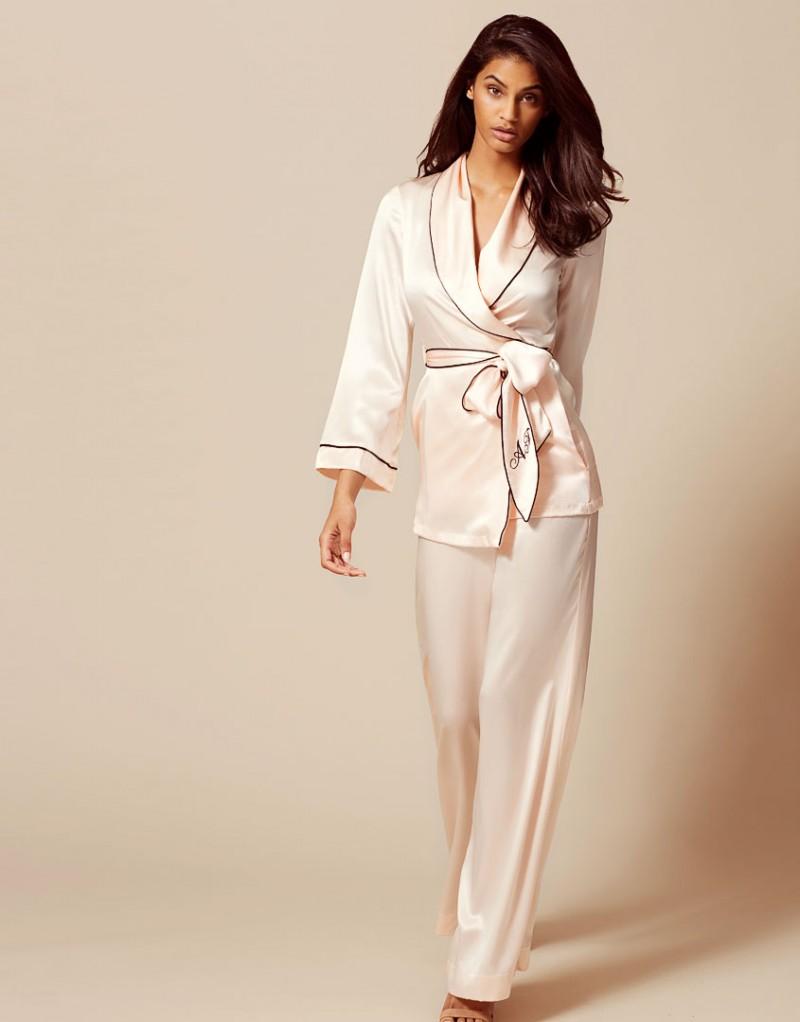Брюки Classic PyjamaБудуар<br>Роскошные брюки из чистого шелка в сочетании с верхней частью Classic Pyjama интересно дополнят вашу будуар-коллекцию.<br><br>Возраст: Взрослый<br>Размер: S (2 AP);M (3 AP);L (4 AP);XL (5 AP)<br>Цвет: Розовый<br>Пол: Женский