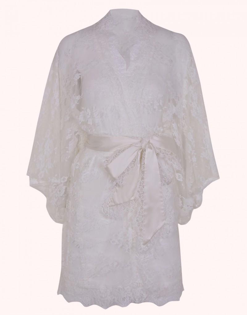 Кимоно MatineeБудуар<br>Изумительное прозрачное кимоно из французского кружева с роскошным цветочным узором. В комплекте с сатиновым поясом, окаймленным кружевом, выглядит особо привлекательно. Представлено в черном и белом цвете.<br><br>Возраст: Взрослый<br>Размер: U<br>Цвет: Белый