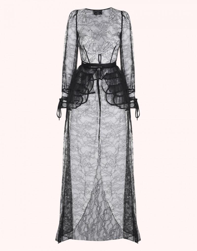 Халат и турнюр DezireeХалаты и кимоно<br>Deziree восхищает потрясающим сочетанием утонченной женственности и неприкрытой сексуальности. Эффектный будуарный халат с турнюром в стиле 1950-х годов создан из роскошного черного кружева ливерс. Новую модель этого сезона, халат до пола с глубоким вырезом, отороченным лепестками кружева по краю, украшают романтичные рукава-фонарики и длинный струящийся подол. Халат дополнен снимающимся турнюром, который можно надевать по желанию для создания драматичного образа. Deziree - модель из деми-кутюрной коллекции Soiree.<br><br>Возраст: Взрослый<br>Размер unitSize=: M (3 AP)<br>Цвет: черный<br>Пол: Женское<br>Материал: основной: 67% полиамид 33% вискоза подкладка: 100% шёлк основной: 90% полиамид 10% вискоза противоположность: 100% шёлк подкладка: 100% полиэстер