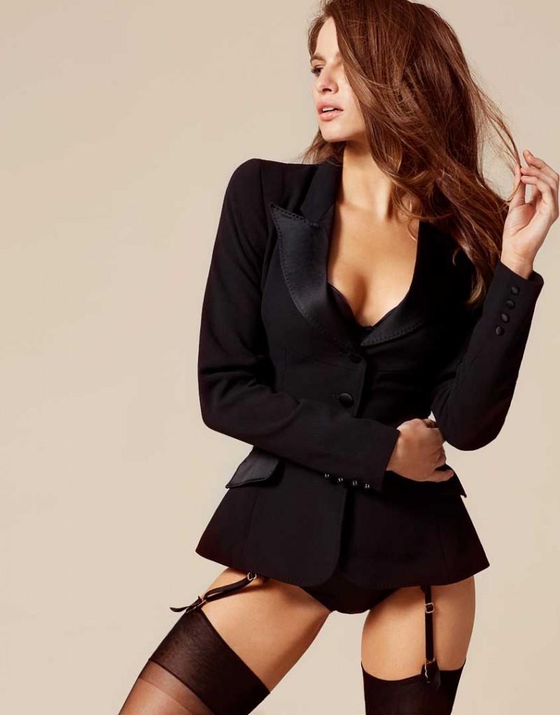 Жакет BillyОдежда<br>Примерьте образ Марлен Дитрих в элегантном жакете&amp;nbsp;Billy&amp;nbsp;из&amp;nbsp;шелкового крепа. Это предмет одежды, который должен быть в каждом гардеробе. Пиджак-смокинг с атласным воротником&amp;nbsp;идеально подходит для будуара или коктейльных вечеринок. Носите с юбкой-карандаш днем или&amp;nbsp;с боди вечером.<br><br>Возраст: Взрослый<br>Размер: S (2 AP)<br>Цвет: Черный<br>Пол: Женский