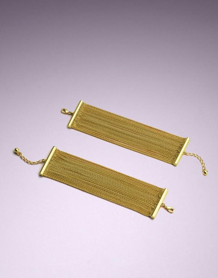 Браслеты MarynaАксессуары<br>Роскошные браслеты Maryna выполнены из изящных цепочек, покрытых 18-каратным золотом. Браслеты идеально подходят для завершения образа роковой обольстительницы в спальне или за ее пределами.<br><br>Возраст: Взрослый<br>Размер: U<br>Цвет: Золотой<br>Состав: 50% латунь, 50% медь,<br>Страна-производитель: Италия