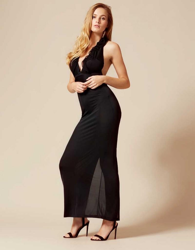 Накидка BettinaОдежда<br>Вдохновленная винтажной элегантностью примадонна Bettina увлекает за собой в мир драмы и соблазна. Черная накидка в пол без рукавов и с глубоким вырезом оторочена кокетливыми рюшами. Длинная свободная юбка подчеркивает фигуру и позволяет чувствовать себя комфортно в течение всего дня.<br><br>Возраст: Взрослый<br>Размер: M (3 AP)<br>Цвет: Черный<br>Состав: 100% шёлк<br>Страна-производитель: Португалия