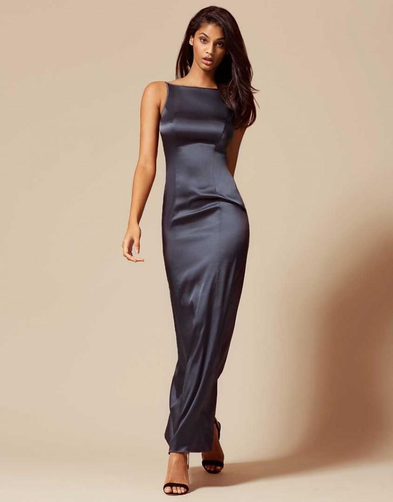 Сорочка LizzieОдежда<br>Элегантная шелковая сорочка Lizzie станет незаменимым предметом для бельевого и вечернего гардероба. Универсальная сорочка из грифельно-серого шелкового сатина с воротником-лодочкой, длинным подолом, вырезом на спине и регулируемыми тонкими лямками создает лаконичный и привлекательный силуэт. Идеально сочетается с сорочкой Eliza.<br><br>Возраст: Взрослый<br>Размер: M (3 AP)<br>Цвет: Серый<br>Пол: Женский<br>Состав: 95% шёлк 5% эластан<br>Страна-производитель: Китай