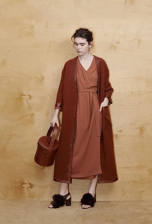 Фото 9 - Шерстяное двухстороннее пальто от Alena Akhmadullina коричневого цвета