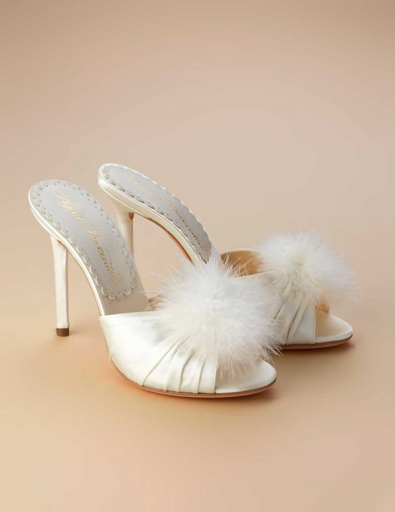 Туфли EliceАксессуары<br>Новинка классического будуара от AP - атласные туфли на каблуке с кокетливым декором из перьев марабу. Туфли из королевского шелкового атласа цвета слоновой кости дополнены кружевной стелькой с фирменной надписью АР.&amp;nbsp;<br><br>&amp;nbsp;<br><br>Высота каблука: 110мм.<br><br>Возраст: Взрослый<br>Размер unitSize=IT: 37<br>Цвет: белый<br>Пол: Женское