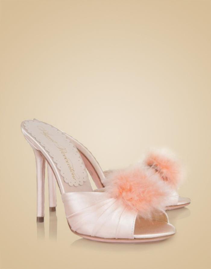 Туфли EliceАксессуары<br>Новинка классического будуара от AP - атласные туфли на каблуке с кокетливым декором из перьев марабу. Туфли нежно-розового цвета из королевского шелкового атласа дополнены кружевной стелькой с фирменной надписью АP.<br><br>&amp;nbsp;<br><br>Высота каблука: 110 мм<br><br>Возраст: Взрослый<br>Размер: 36;39;40;41<br>Цвет: Розовый