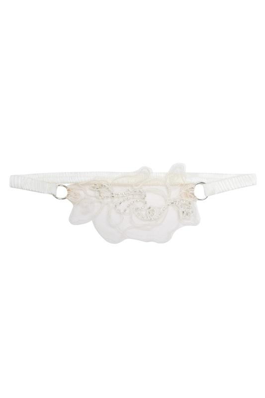 Подвязка LindieПодвязки<br>Комплект Lindie возвращается в нежных пастельных цветах. Белая вышивка, украшенная хрустальными бусинами, выполнена на прозрачном итальянском тюле.<br>Нежная подвязка создана из итальянского тюля, украшенного флоральной вышивкой с хрустальным стеклярусом.<br><br>Возраст: Взрослый<br>Размер: U<br>Цвет: Молочный<br>Состав: сеточка: 100% полиамид вышивка: 100% вискоза лента вплетенные лента: 93% шёлк 7% эластан<br>Страна-производитель: Марокко
