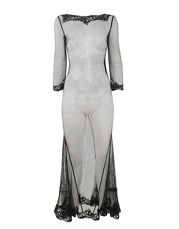 Сорочка ElizaОдежда<br>Eliza - виртуоз элегантности. Эффектная сорочка из романтичного флорального кружева и дерзкой черной сетки прекрасно подойдет любителям сцены. Струящийся длинный подол юбки годе декорирован цветами из черного и темно-синего гипюра, придающими модели очарование порочной роскоши. Вышивка над грудью и рукава три четверти дополняют образ. Сзади сорочку украшает глубокий вырез, обнажающий спину. Сочетайте с комплектом белья Eliza или сорочкой Lizzie.<br><br>Возраст: Взрослый<br>Размер: S (2 AP);M (3 AP)<br>Цвет: Черный<br>Состав: 57% полиамид 43% хлопок<br>Страна-производитель: Китай