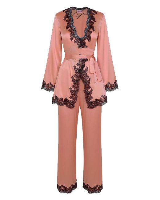 Розовые шелковые брюки AmeleaОдежда<br>Amelea &amp;ndash; чувственная винтажная модель, выполненная в классических цветах Agent Provocateur. Пудрово-розовый шелк и роскошная оторочка из черного цветочного кружева создают очаровательный образ на каждый день.<br><br>&amp;nbsp;<br><br>Роскошные брюки расклешенного силуэта из пудрово-розового шелка с оторочкой из классического черного кружева имеют фальшивую ширинку, гладкий шелковый пояс с эластичной резинкой и черную кружевную оторочку по краю штанин. Они очень удобны и прекрасно подходят для носки дома.<br><br>Дополните образ подходящими по цвету&amp;nbsp;туфлями Elice.<br><br>&amp;nbsp;<br><br>Возраст: Взрослый<br>Размер AP: S (2 AP)<br>Цвет: розовый<br>Пол: Женское<br>Материал: 95% шёлк, 5% эластан