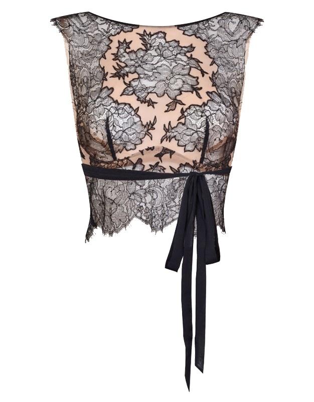 Топ CoraМягкая чашка<br>Начните любовное приключение вместе с Cora, новой романтичной коллекцией, богато украшенной кружевом. Удлиненный топ-бюстгальтер с высоким воротником можно носить под одеждой или в качестве вечернего наряда. Он выполнен из кремового шифона с аппликациями черного флорального кружева ливерс.  Внутренние чашечки из прозрачного тюля и плотные швы по бокам поддерживают грудь. Черный шифоновый пояс под грудью и нижняя панель из тончайшего кружева завершают образ.<br><br>Возраст: Взрослый<br>Размер unitSize=: L (4 AP)<br>Цвет: черный<br>Пол: Женское<br>Материал: 56% полиамид 44% вискоза