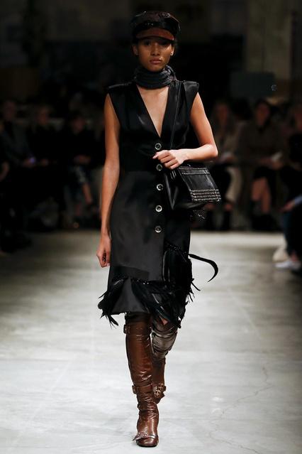 ... Атласное платье с перьями Prada - Prada, Одежда, Одежда Prada, вид 2 ... 0f41c9b4f24