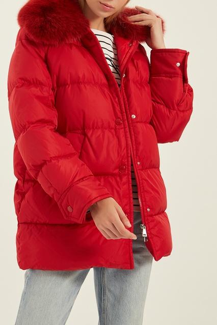 55c05ec1e84 Красная куртка с меховым воротником Moncler – купить в интернет ...