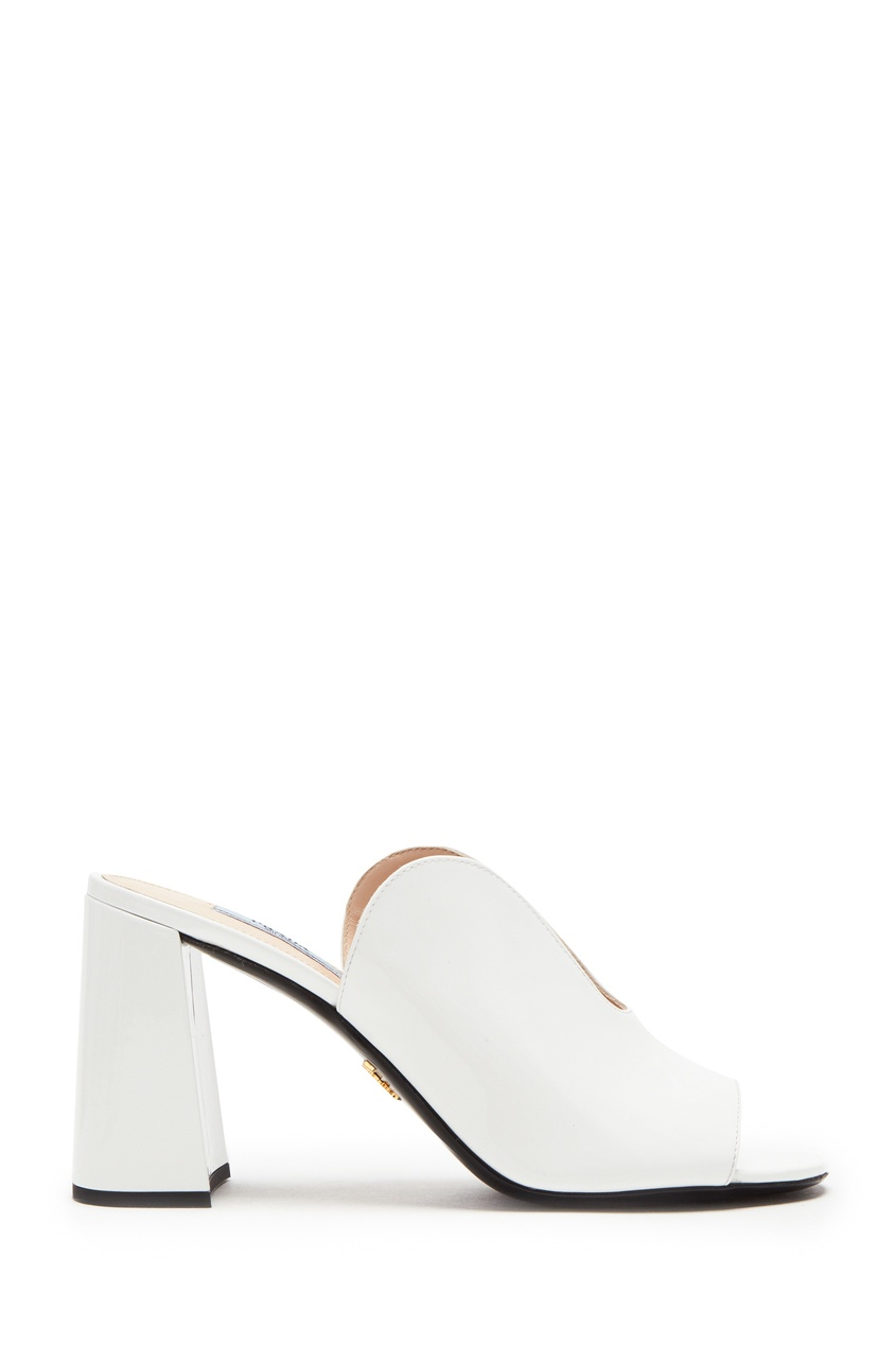 Белые лакированные мюли от Prada