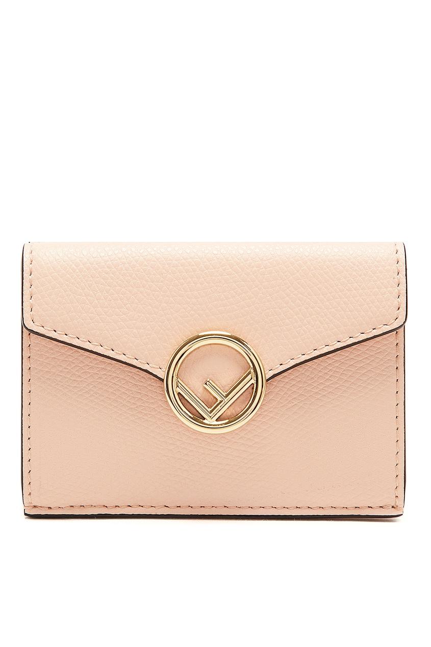 Светло-розовый кошелек с компактным дизайном от Fendi