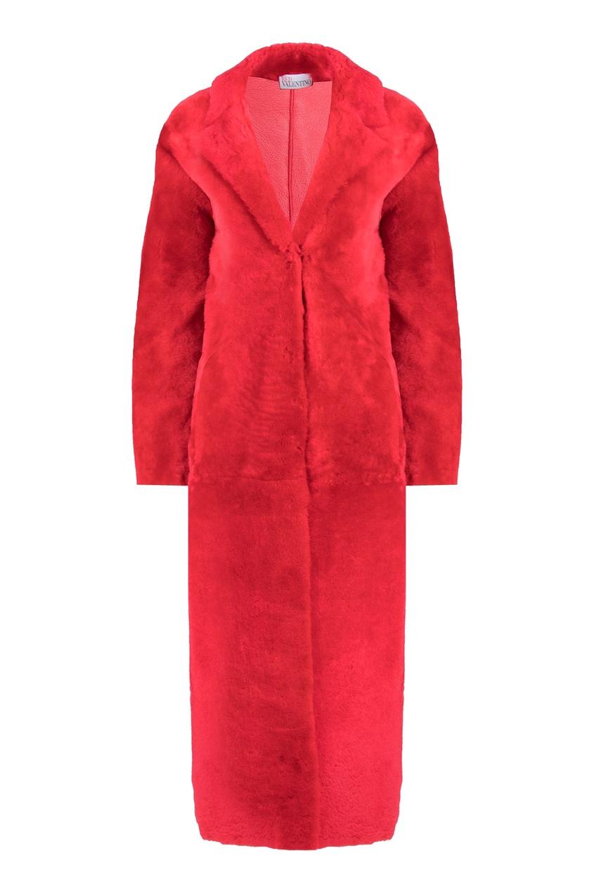 Красное пальто с меховой отделкой
