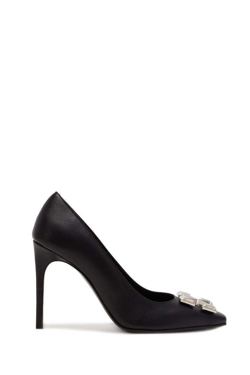 Черные туфли с пряжкой-логотипом