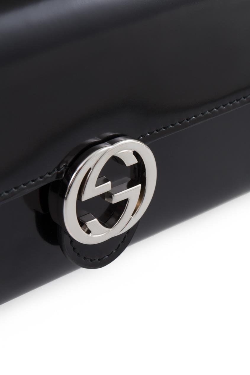 Фото - Кошелек из глянцевой кожи от Gucci черного цвета
