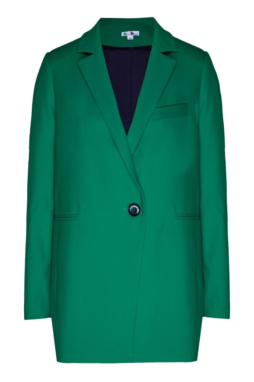 Зеленый брючный костюм.