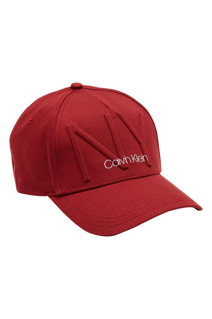 Бордовая кепка с логотипом от Calvin Klein