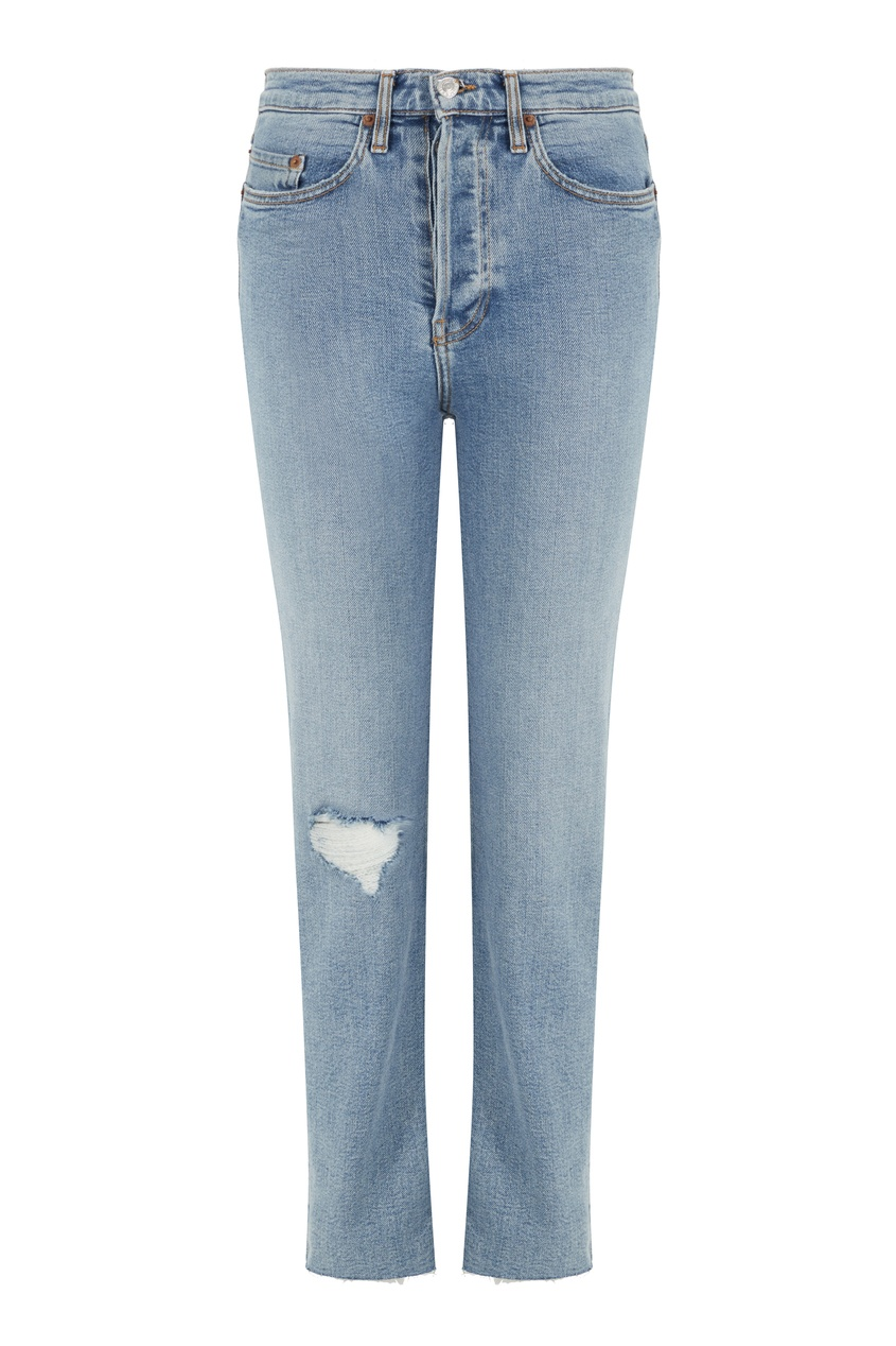 Укороченные джинсы с потертостями на колене
