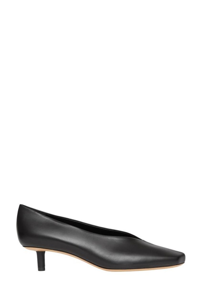 Черные кожаные туфли на низком каблуке