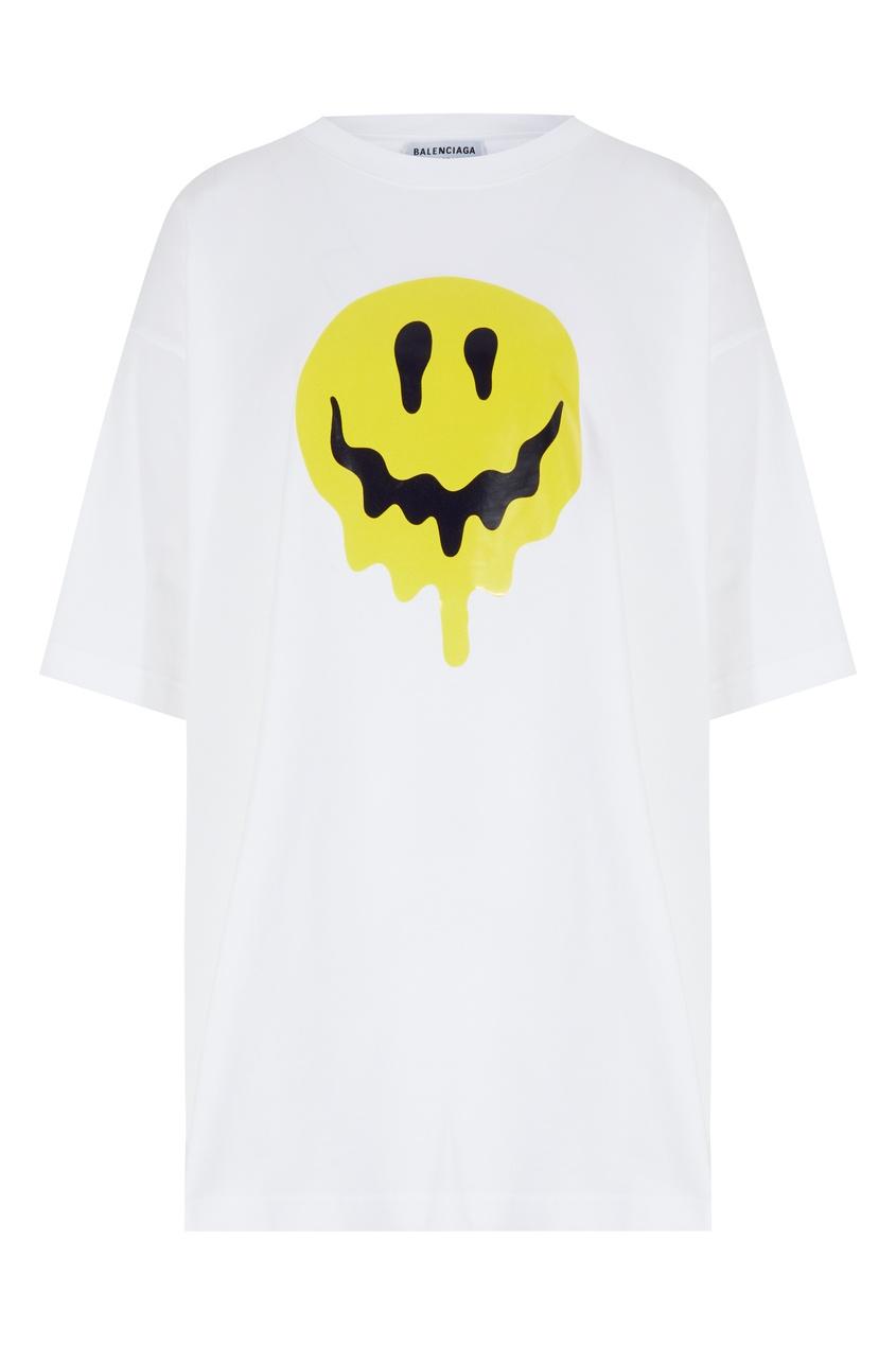 Белая объемная футболка со смайлом