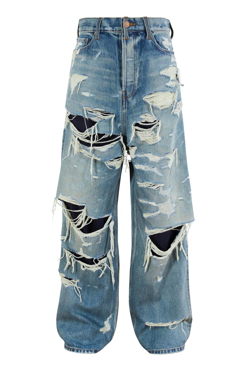 Голубые джинсы с разрезами