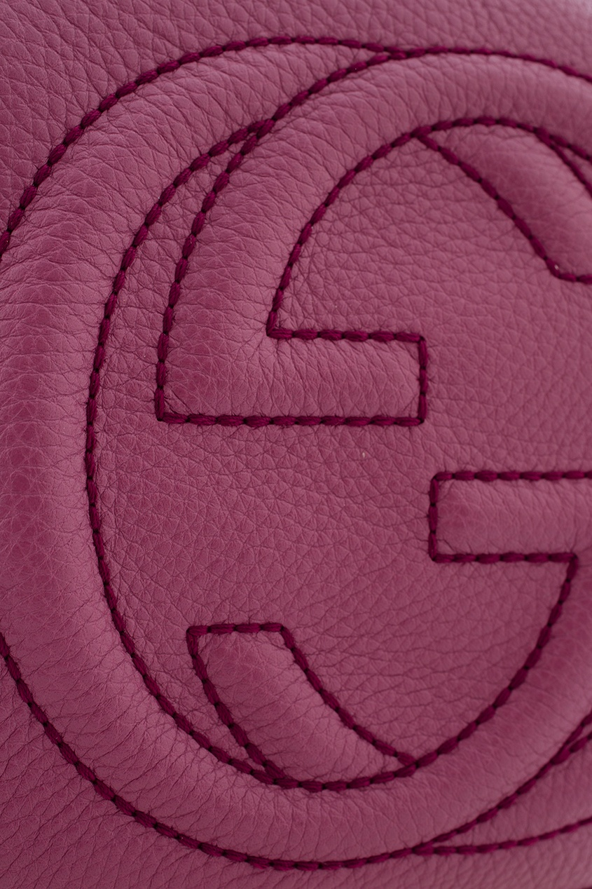Фото 3 - Круглая кожаная сумка Soho от Gucci красного цвета