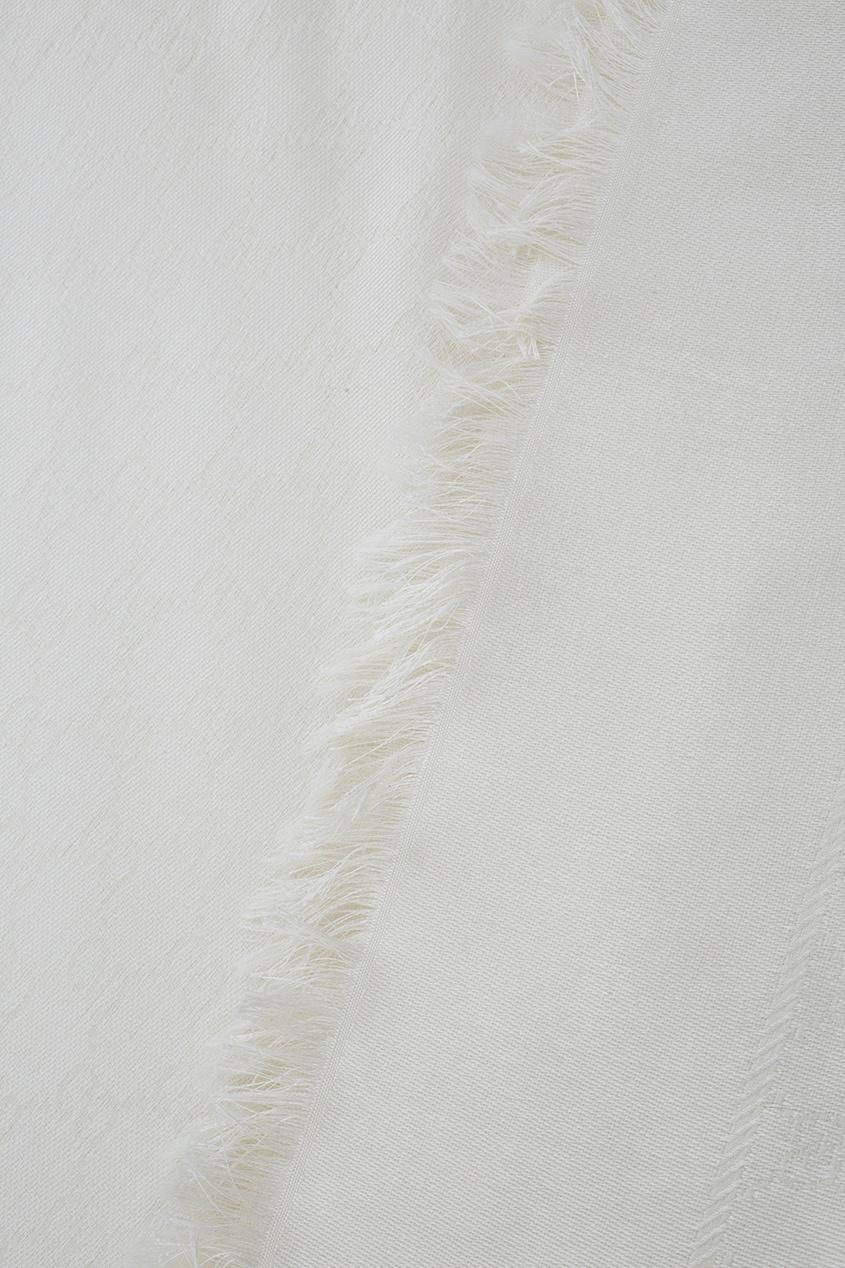 Фото 2 - Шаль Silk wool GG jacquard shawl от Gucci белого цвета