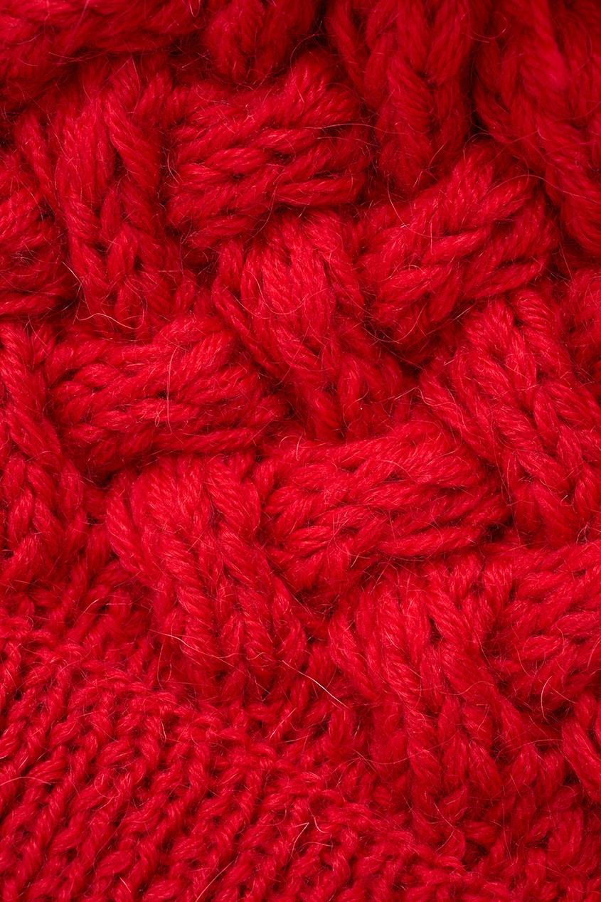 Фото 3 - Шапку красного цвета