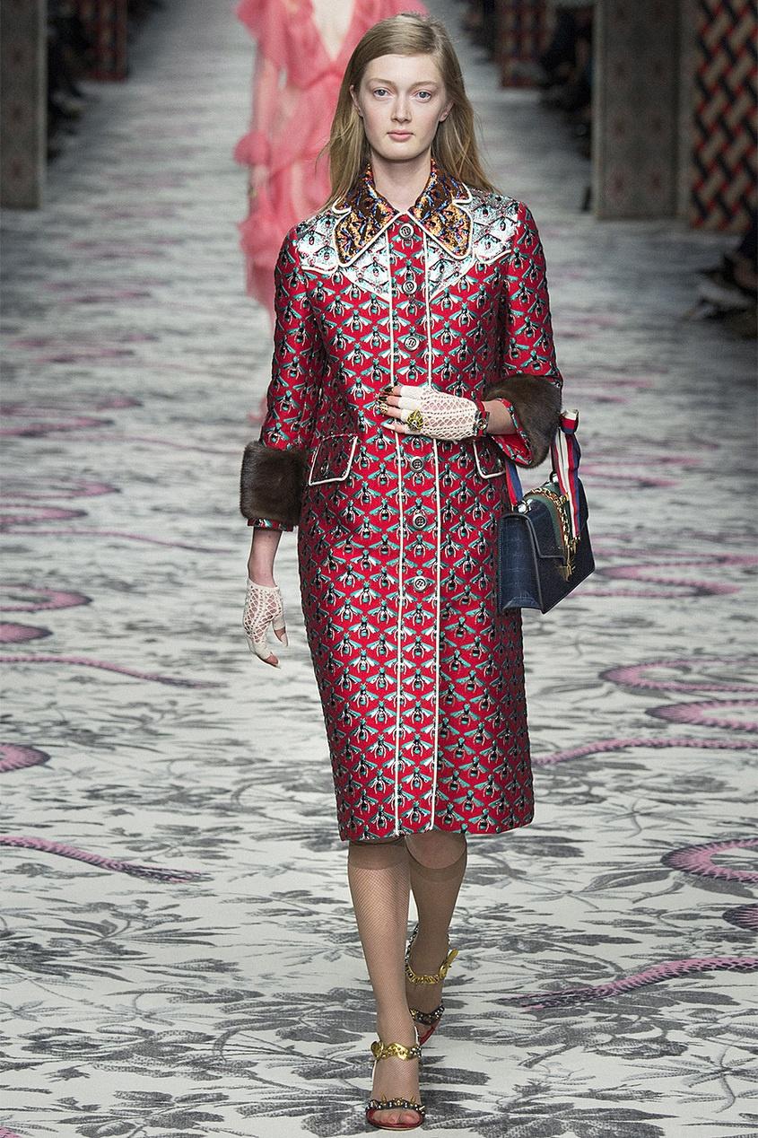 Фото - Пальто с вышивкой от Gucci цвет multicolor