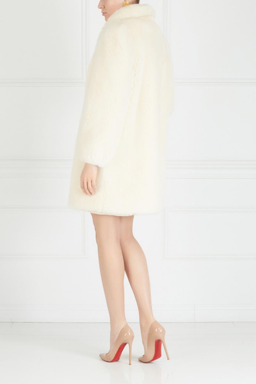 Фото 2 - Меховое пальто (80е) от Vintage No Names белого цвета