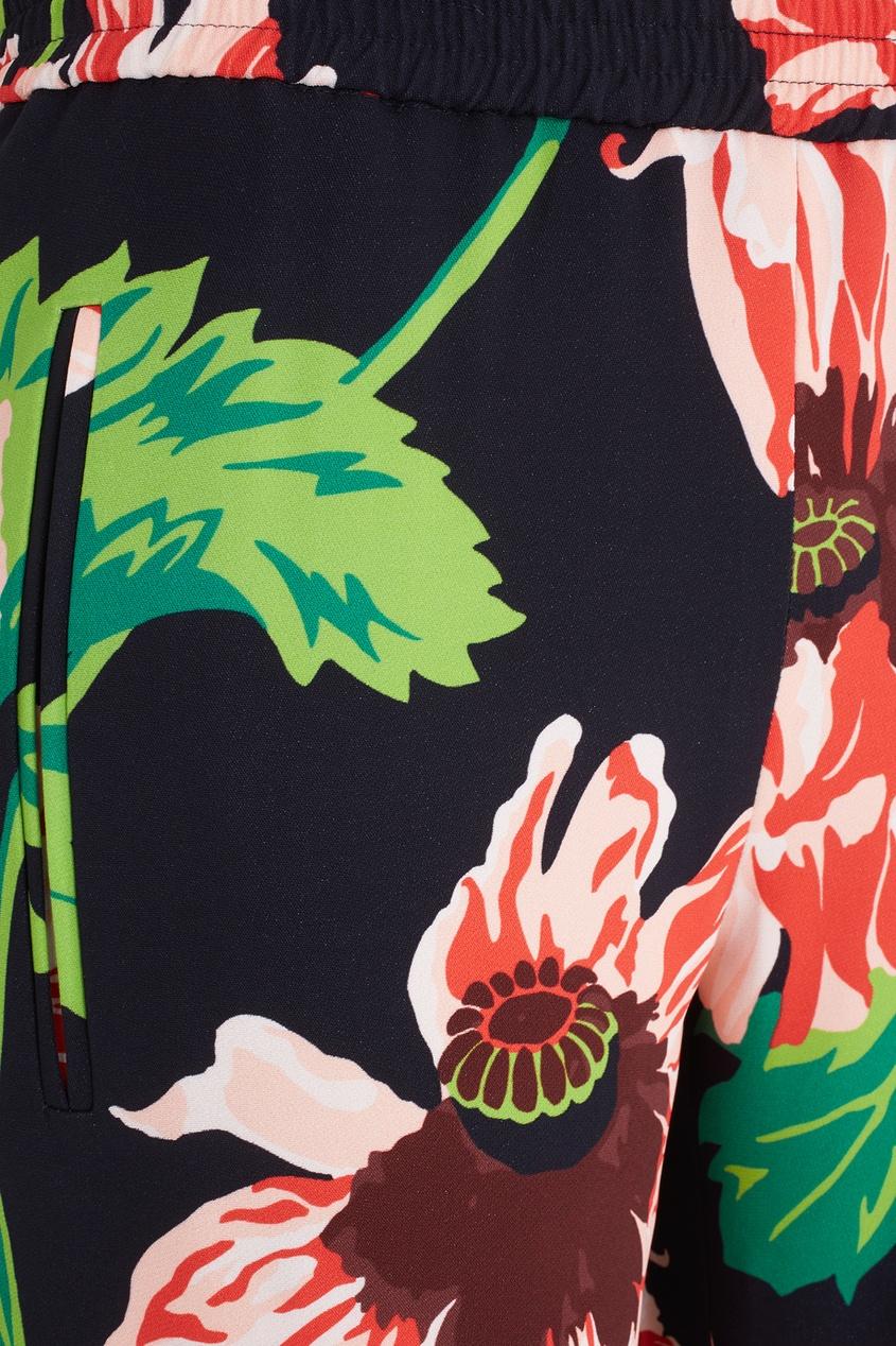 Фото 2 - Брюки с принтом от Stella McCartney цвет multicolor