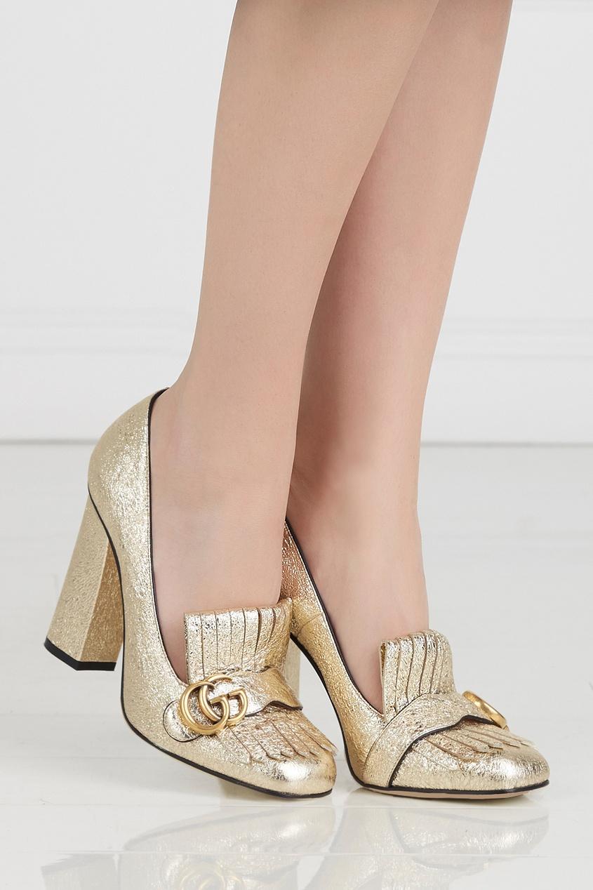 Фото 5 - Туфли из металлизированной кожи от Gucci золотого цвета