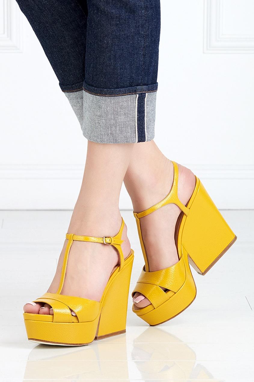 Фото - Кожаные босоножки от Sergio Rossi желтого цвета