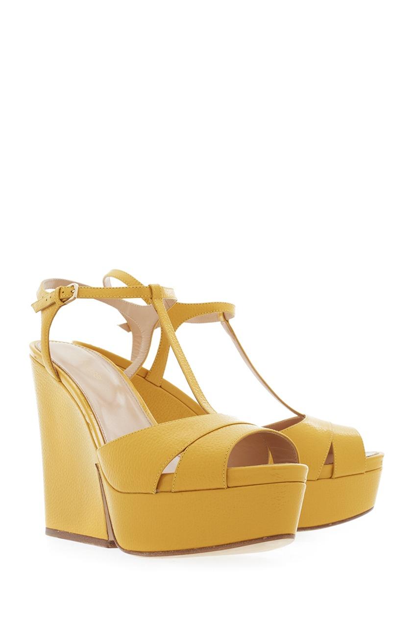 Фото 3 - Кожаные босоножки от Sergio Rossi желтого цвета