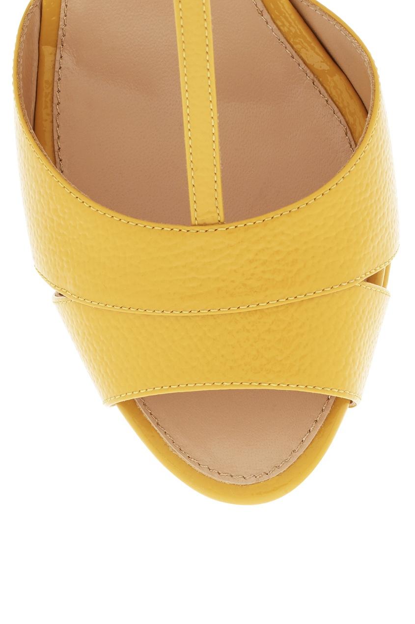 Фото 5 - Кожаные босоножки от Sergio Rossi желтого цвета