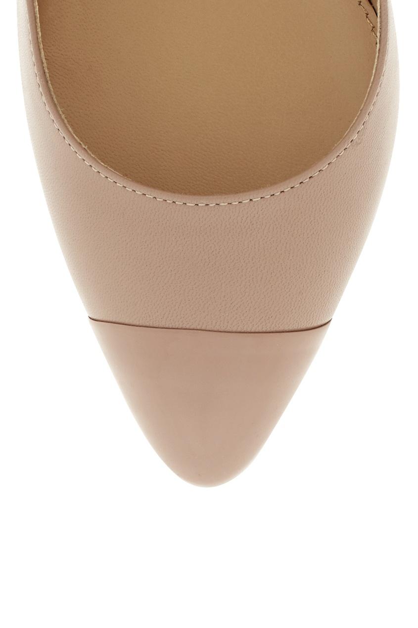 Фото 5 - Кожаные туфли от Sergio Rossi бежевого цвета