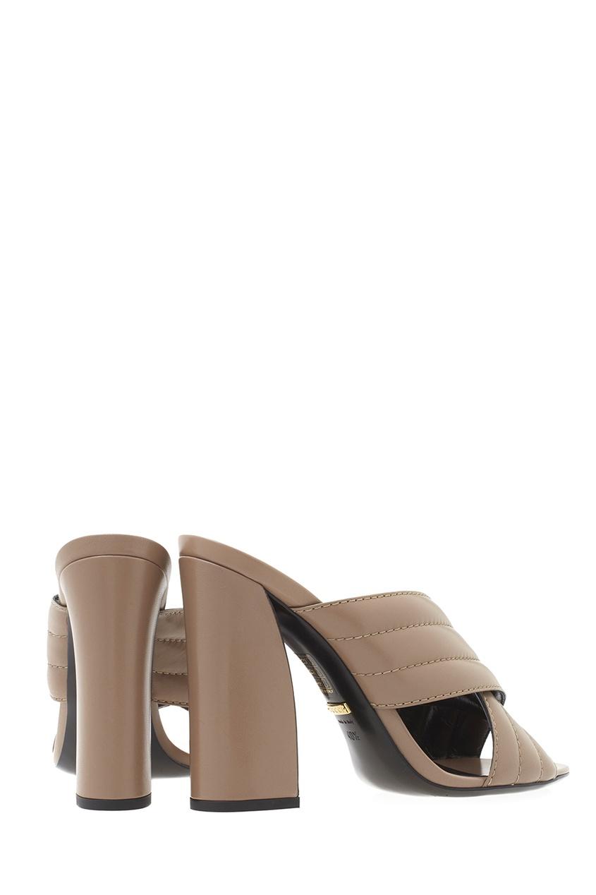 Фото 4 - Кожаные туфли-мюли от Gucci бежевого цвета