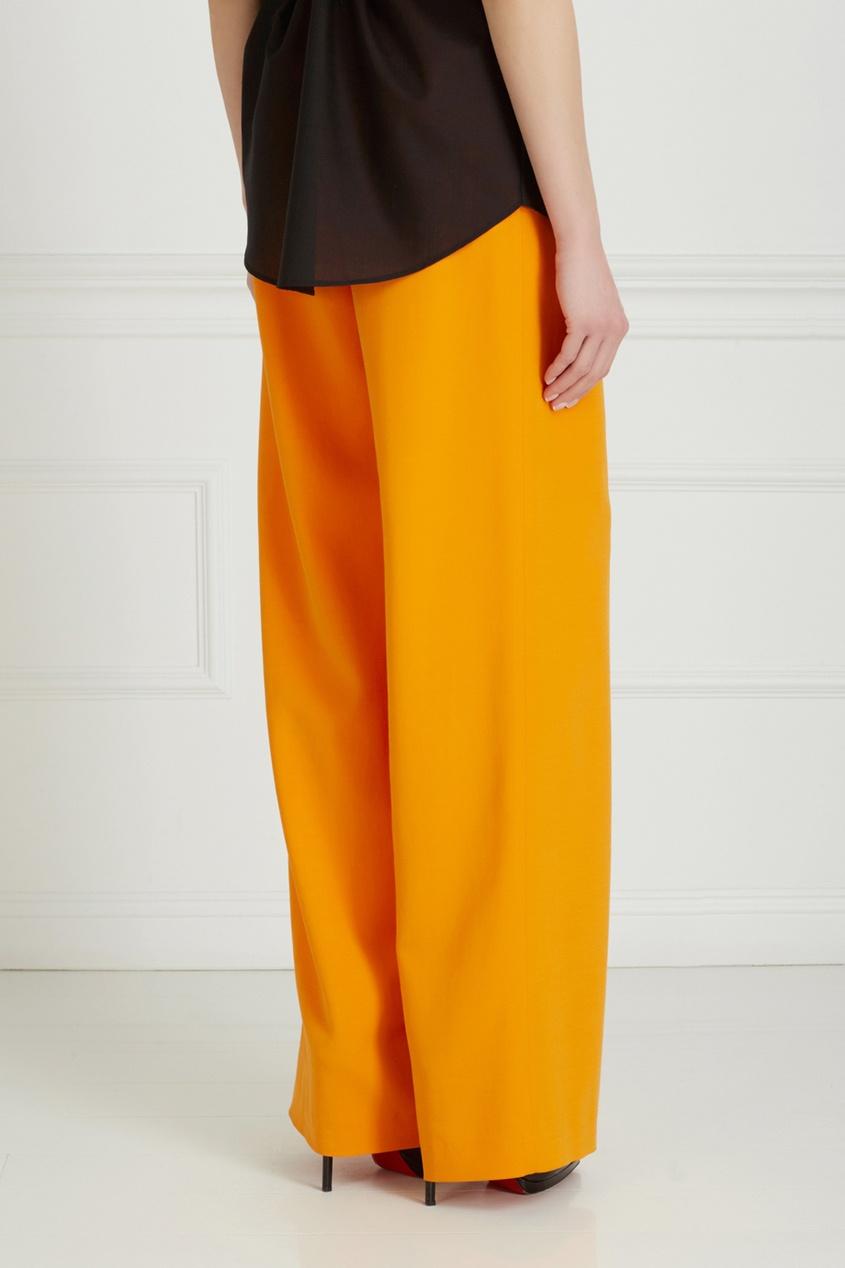 Фото 5 - Однотонные брюки от Chapurin оранжевого цвета