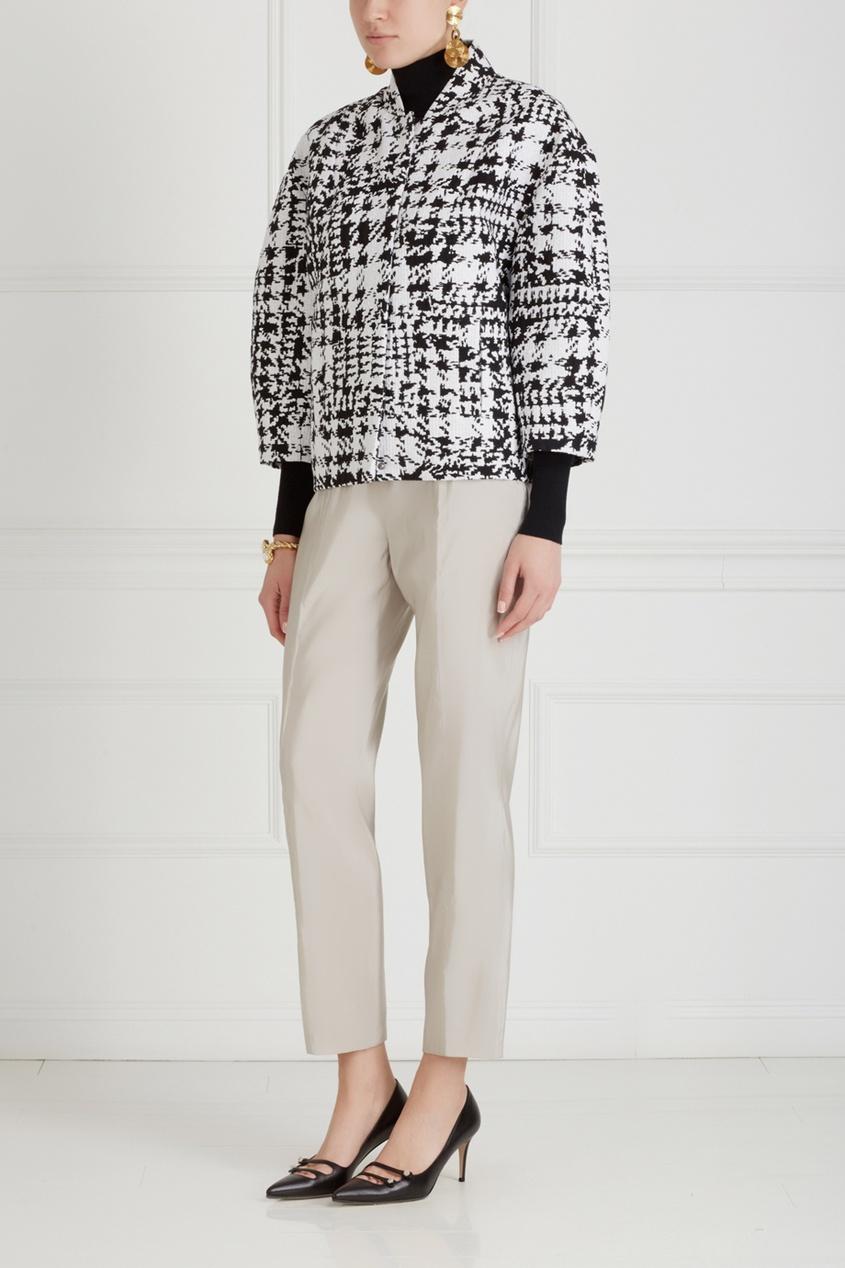 Фото 3 - Однотонные брюки от Chapurin серого цвета