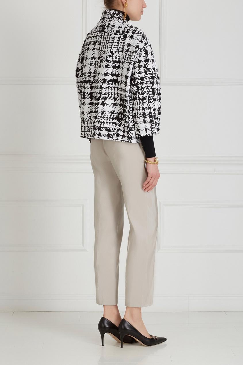 Фото 4 - Однотонные брюки от Chapurin серого цвета
