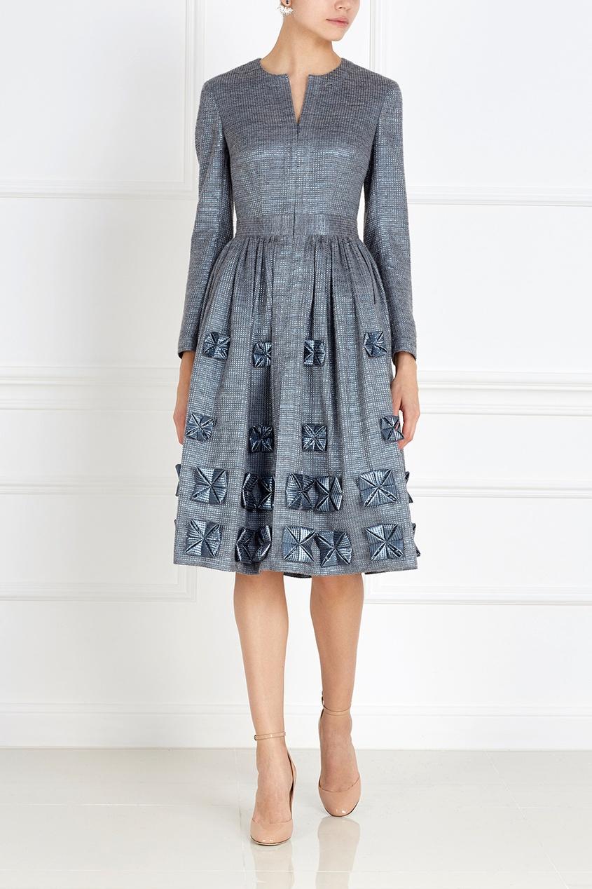 Фото 2 - Платье с объемным декором от Alena Akhmadullina серого цвета