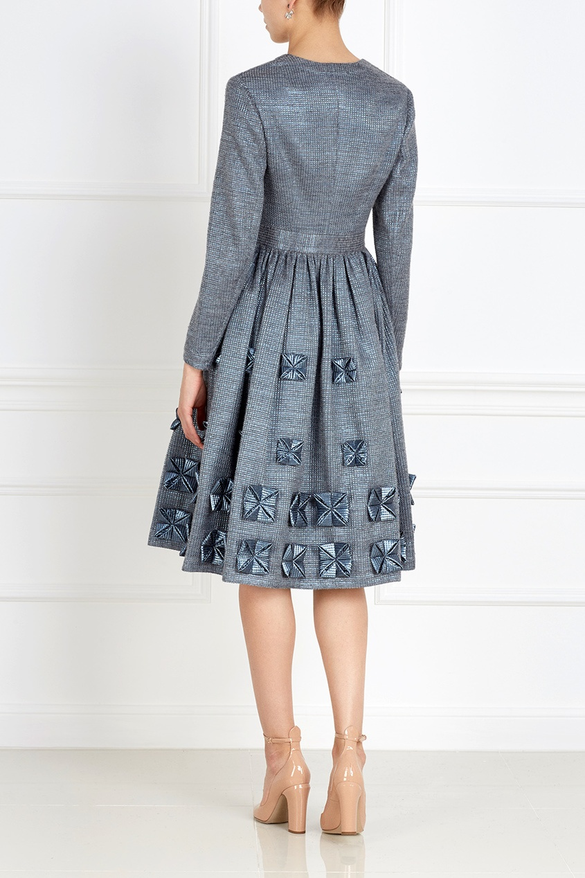 Фото 3 - Платье с объемным декором от Alena Akhmadullina серого цвета