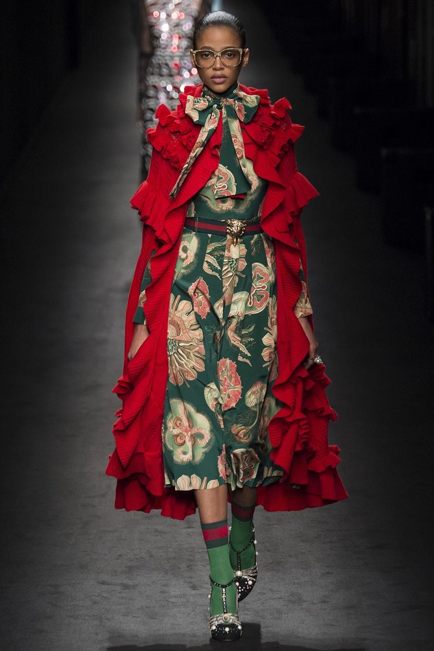 Фото - Шелковое платье от Gucci цвет multicolor