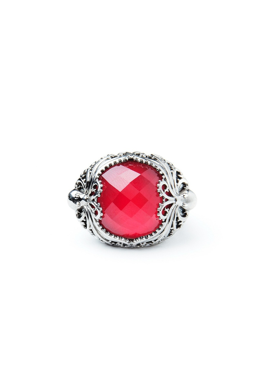 Серебряное кольцо с красным кораллом