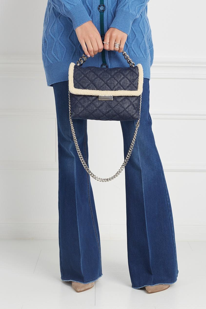Фото 6 - Сумку из денима от Stella McCartney синего цвета